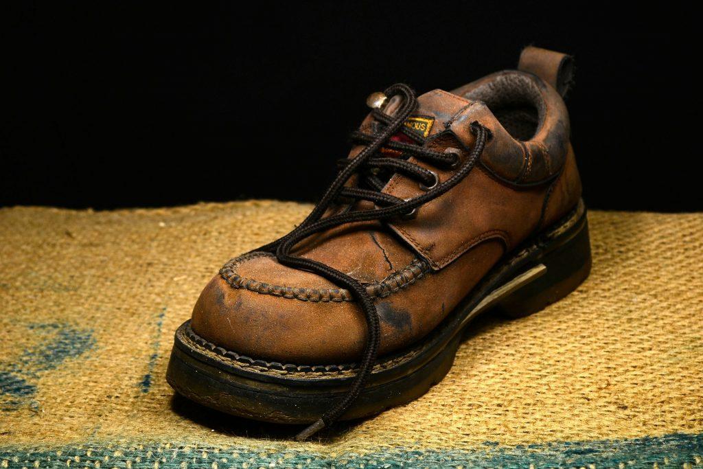 chaussure en cuir marron