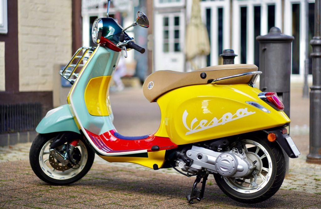 scooter avec différentes couleurs