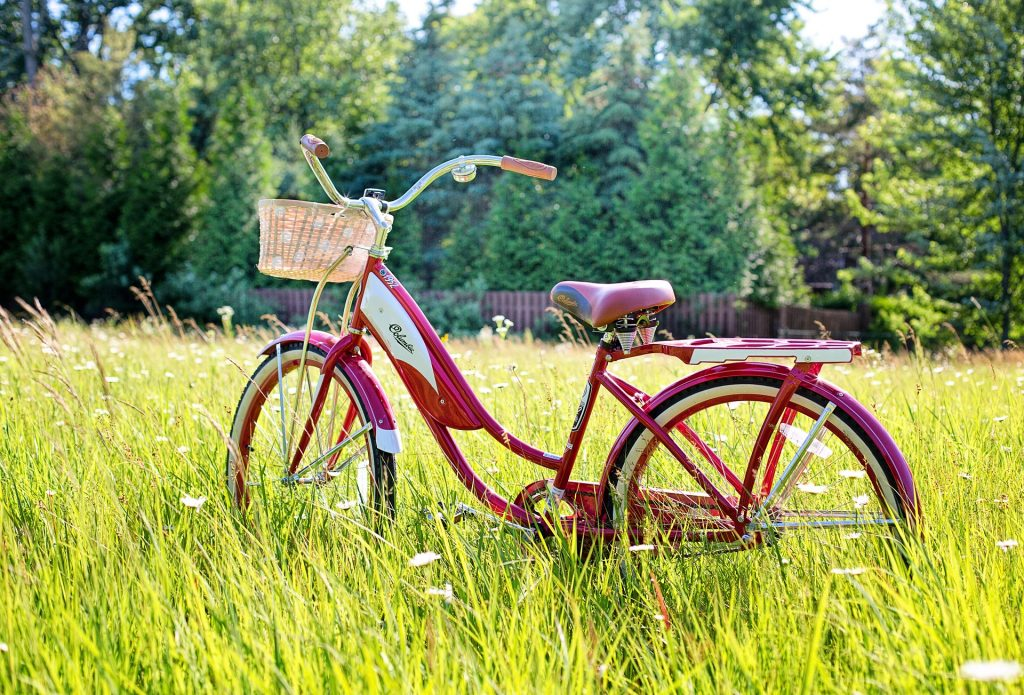 vélo couleur rouge