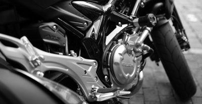 moto avec une peinture noir
