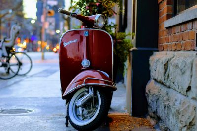 scooter couleur rouge