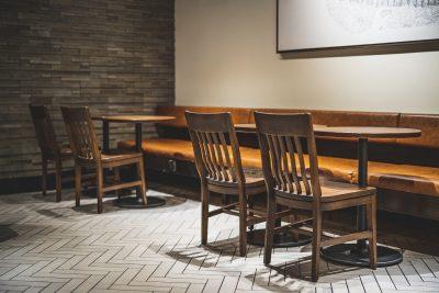 chaise en bois vernis
