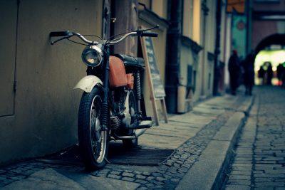 ancienne moto grise
