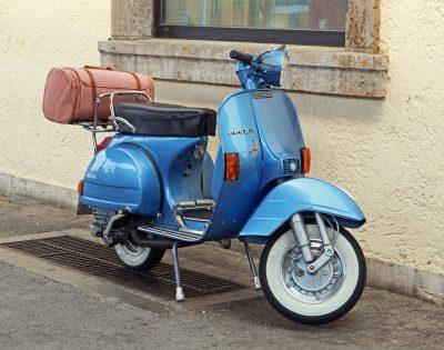 scooter peinture bleu